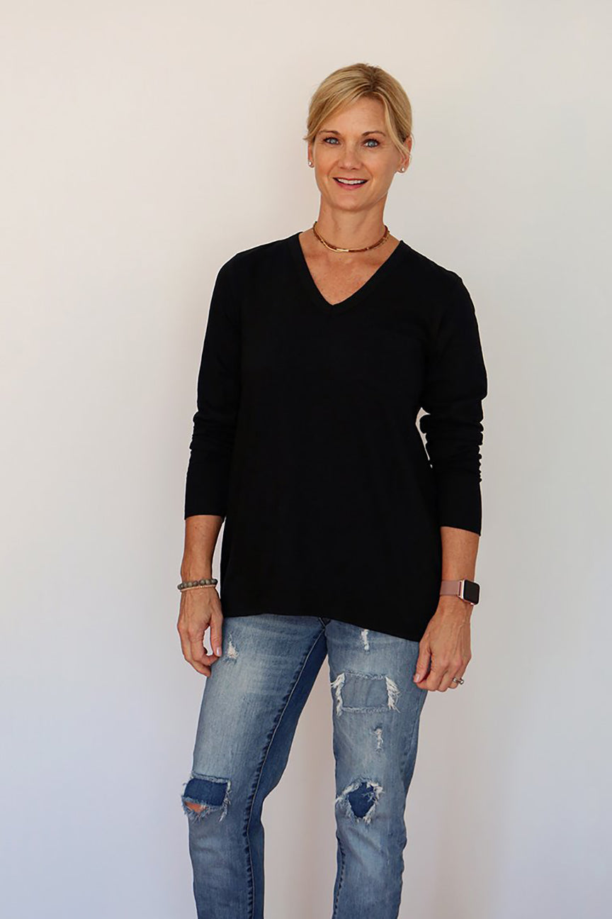 Long Sleeve V-Neck Tunic with Pocket in Black