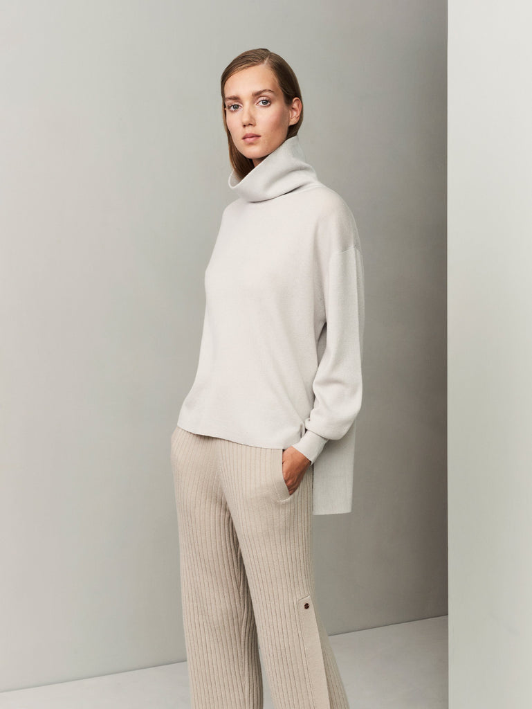 In the Form Turtleneck Sweater - Bone Grey - Movers & Cashmere
