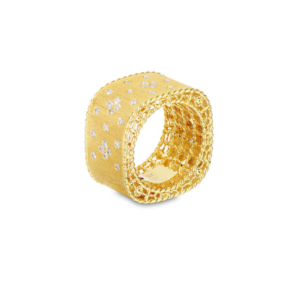 Princess 18 karat yellow gold diamond ring
