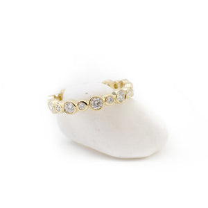 18K yellow gold alternating bezel diamond stacking ring