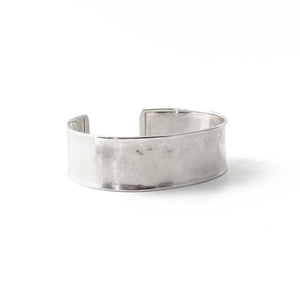 Hammered Cuff in white gold