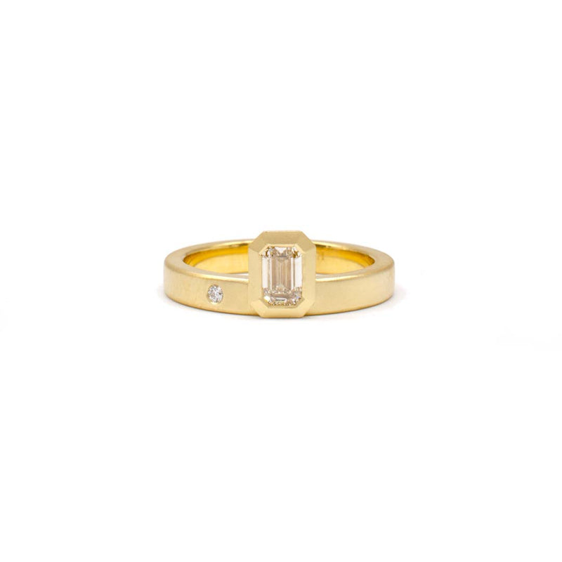 Offset Ring (Emerald cut)