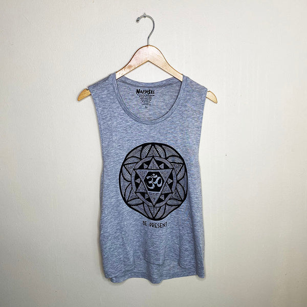 OM PRESENT FLOWY MUSCLE TANK FY334-FMT-HG