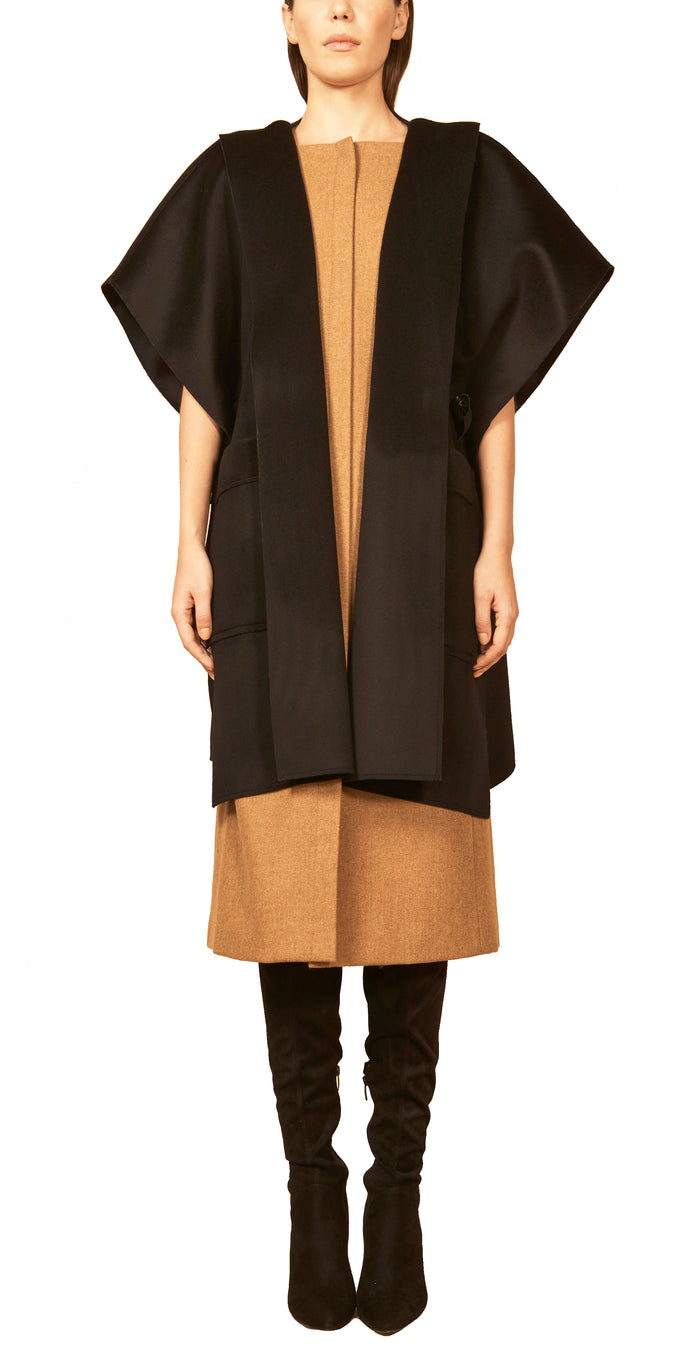 The Square Poncho 1 / Pitch Black Coat
