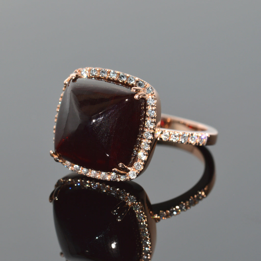 Sugarloaf Garnet Set in Rose Gold with Diamond Halo