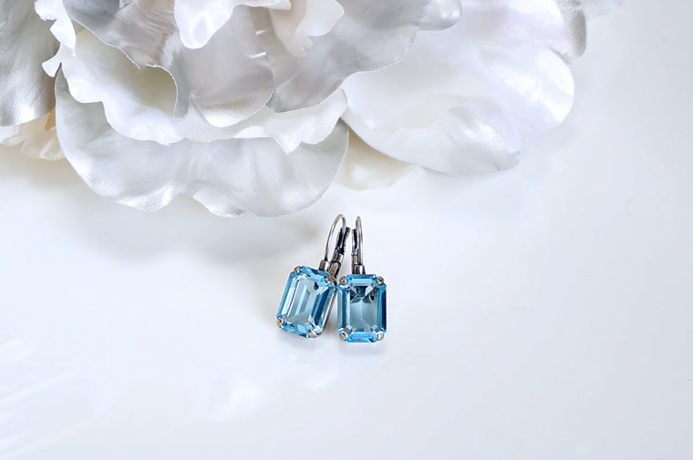 Blue earrings made with Swarovski crystals divuscreations