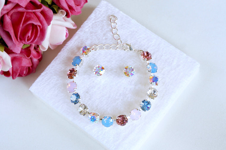 bracelet made with Swarovski crystals at divuscreations