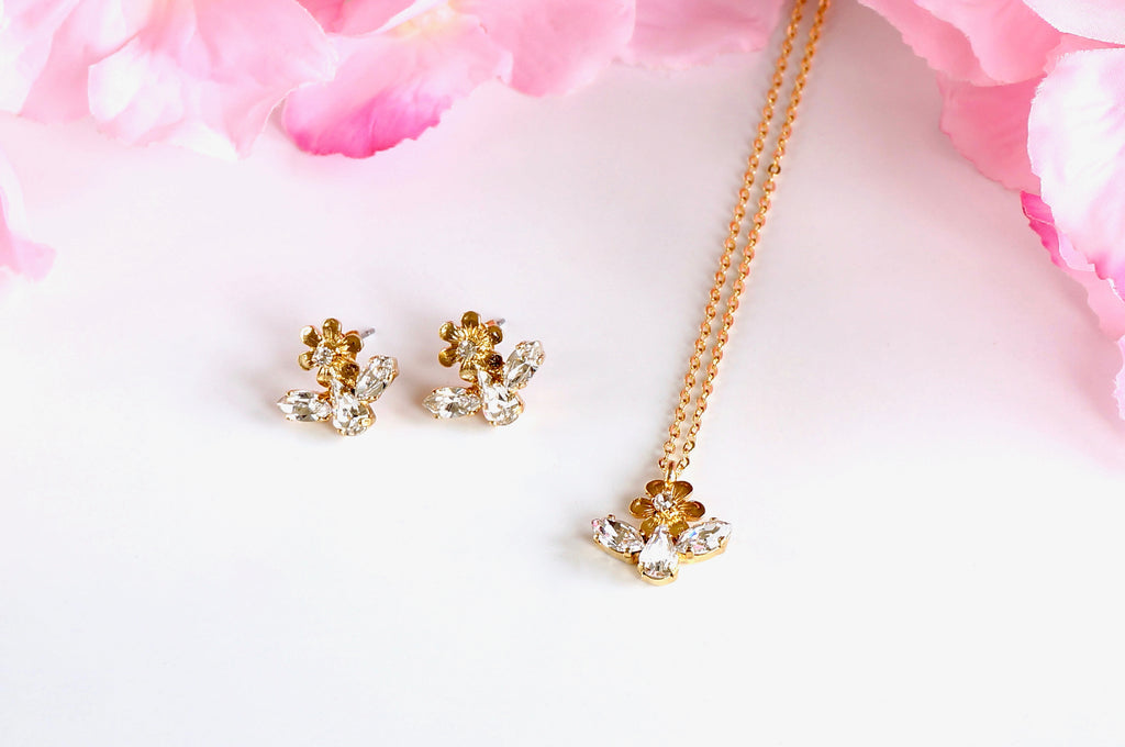 Earring pendant jewellery set made with Swarovski crystals divuscreations