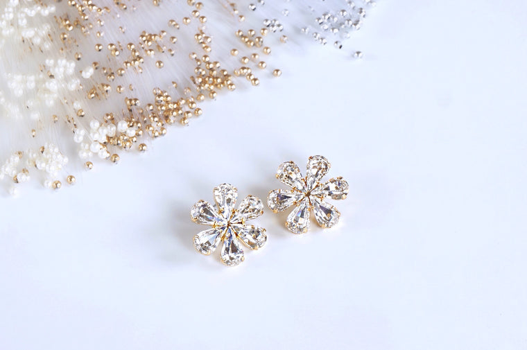 Handmade earrings made with Swarovski crystals | divuscreations
