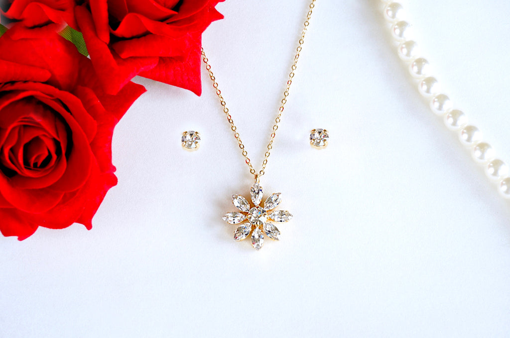 DIVUS presents jewellery made with Swarovski crystals pendant set for all occasions