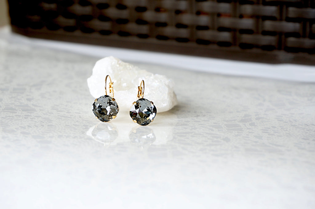 Black & gold earrings made with Swarovski crystals divuscreations