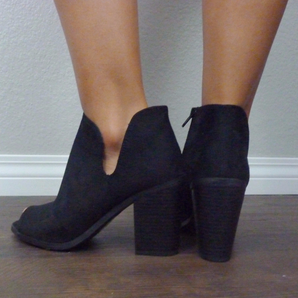 LEAH SIDE NOTCH BOOTIES