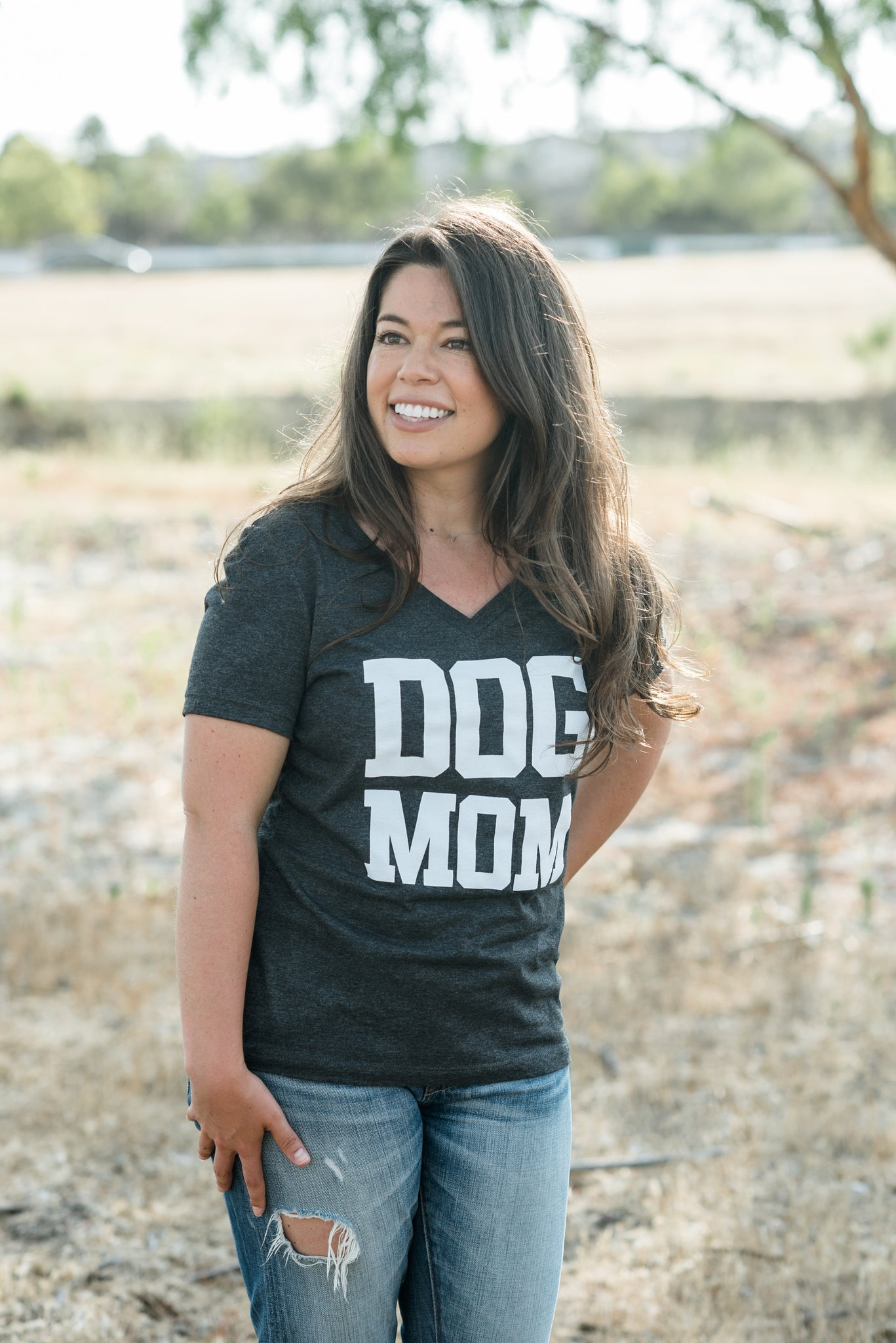 DOG MOM V-NECK