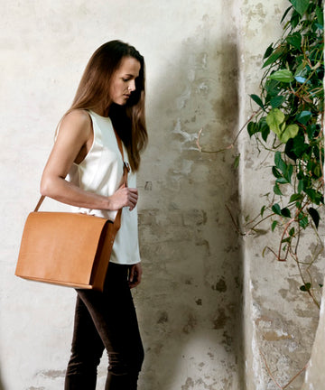Leather messenger bag: NORD (natural)