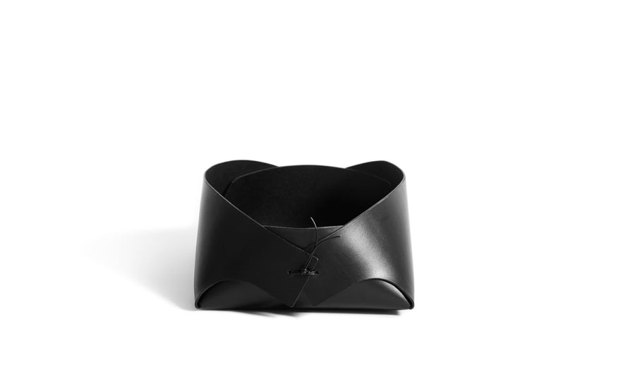 FOLD - small leather basket (black)