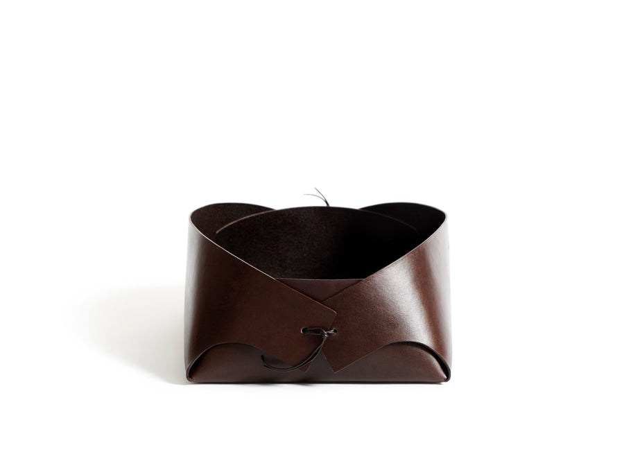 FOLD - small leather basket (dark brown)