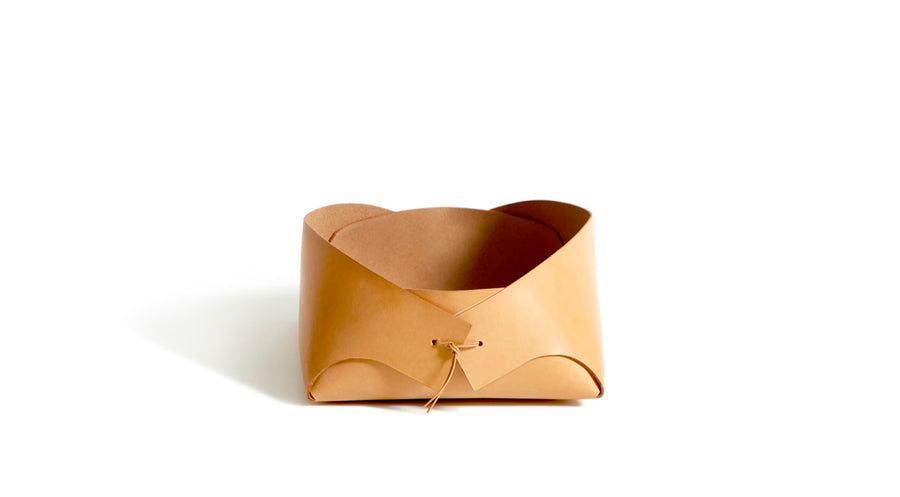 FOLD - small leather basket (natural)