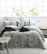 Load image into Gallery viewer, Katiana Bedspread Set
