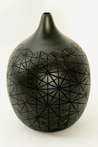 Carved Black Teardrop Hollow Vessel