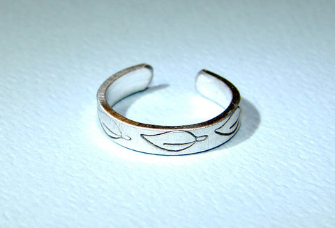 Sterling silver toe ring with leaf design, NiciArt