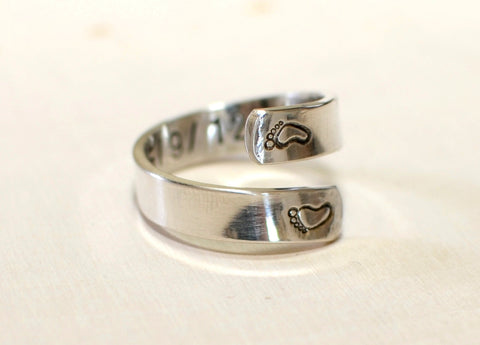 Bypass ring in sterling silver for a new mom with baby feet and birth date, NiciArt