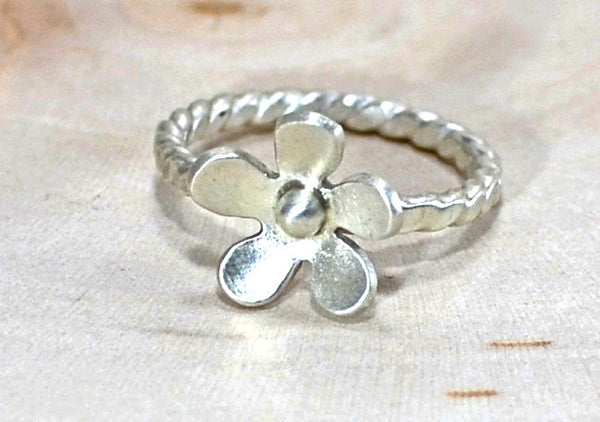 Sterling silver Petite flower ring with twisted band