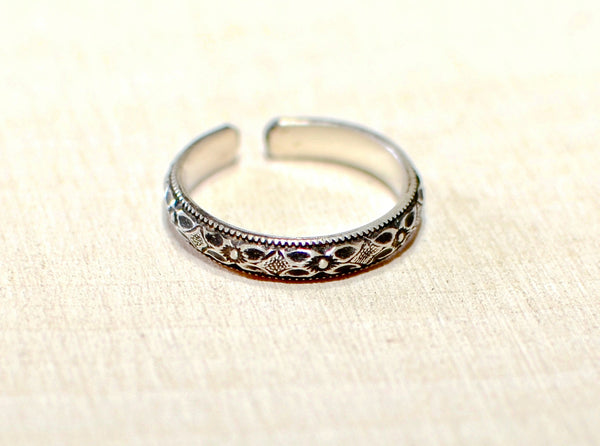 Sterling Silver Geometric Toe Ring with antique patina