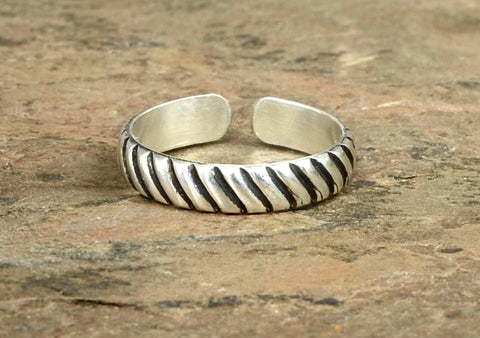 Sleek and Modern Grooved Sterling Silver Toe Ring with Industrial Influenced Pattern