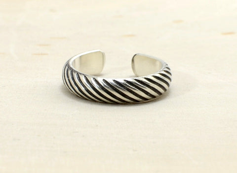 Grooved Gear Patterned Sterling Silver Toe Ring with Mechanical Intrigue