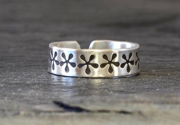 Sterling Silver Flower Toe Ring in Full Bloom for Surfing, Barefoot Weddings, or just a Botanical Touch