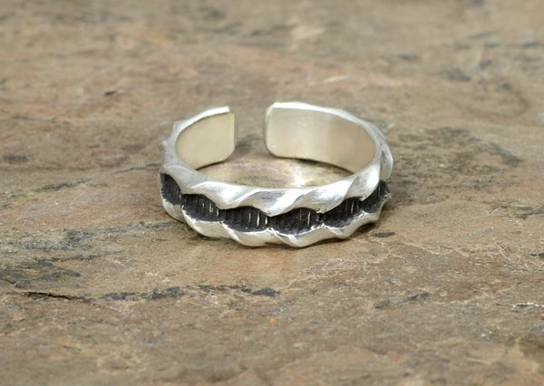 "Sterling Silver Toe Ring with ""Twisted"" Industrial Grooved Pattern"