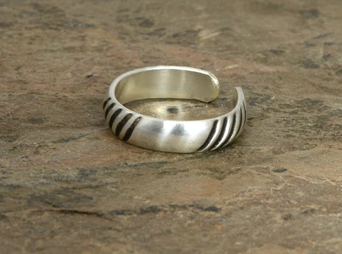 Sterling Silver Toe Ring with Alternating Grooves and Natural Silver Intervals, NiciArt