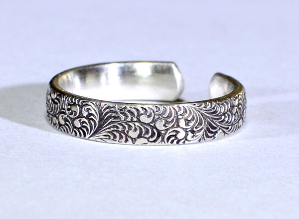 Botanical Patterned Sterling Silver Toe Ring with Patina and Leaf Design, NiciArt