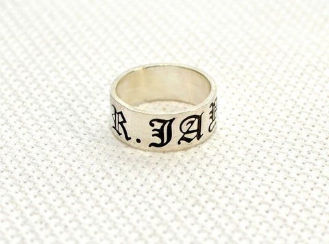 Sterling silver personalized name ring in old English, NiciArt