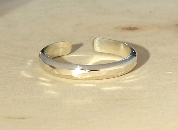 Sterling silver dainty hammered toe ring