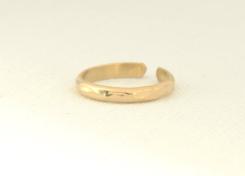 Gold filled dainty hammered toe ring, NiciArt