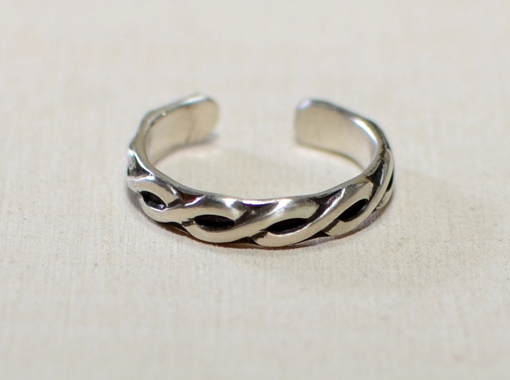 Sterling silver toe ring with braided wire pattern - NiciArt