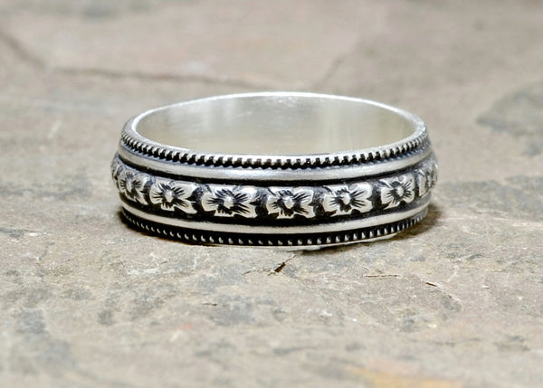 Sterling Silver Hibiscus Flower Patterned Ring with Antique Patina