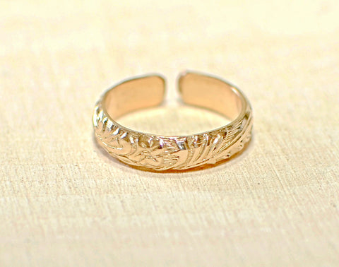 14 K yellow gold toe ring with leaves