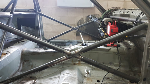 BMW e30 roll cage: x-bracing