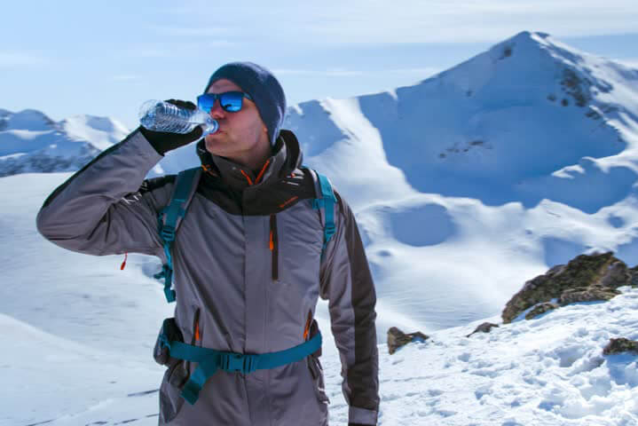 How to Stay Hydrated While Hiking - Hyke & Byke
