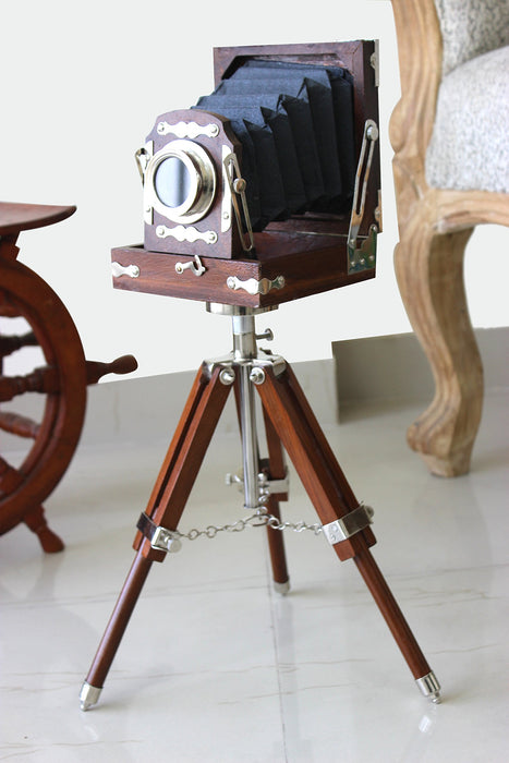 アンティークカメラ型デコ New Antique Vintage Look Film Camera Wooden Tripod Collectible Studio Gift (22 Inches)