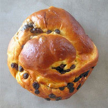 Load image into Gallery viewer, Variety Challah Round Pack Of 3 (Plain, Raisin, Cinnamon)