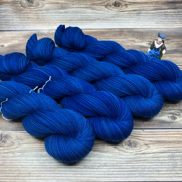 Legend in A fair lady and passing wise - Round Table Yarns hand-dyed yarn tonal semi-solid self-striping