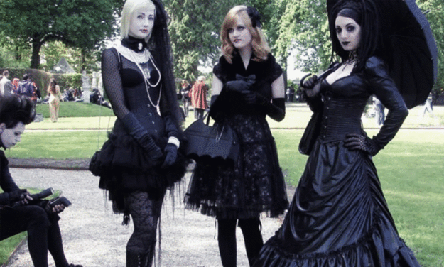 Guest Post - Revival's History Of Vintage Gothic Styles-The Black Ravens