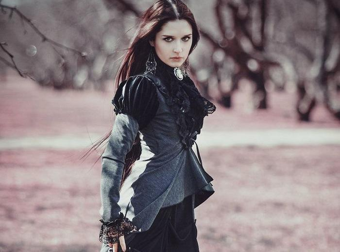 The Classic Clothing Guide: How To Dress Like A Victorian Goth-The Black Ravens