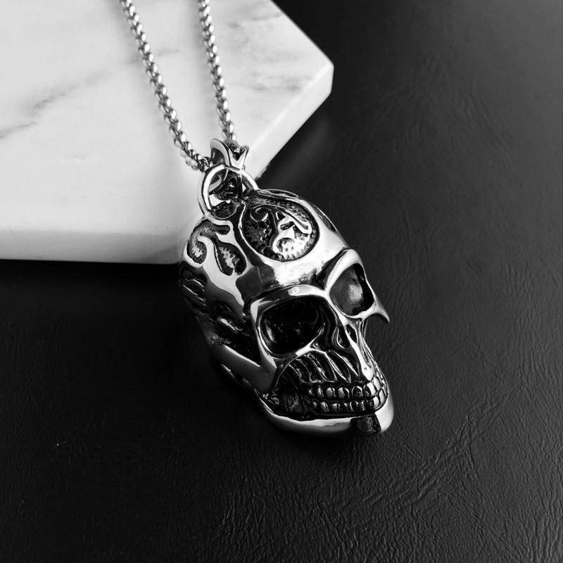 Awesome Skulls Pendant For Guys - The Black Ravens