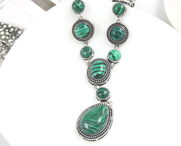 Pigmented Beryl Vintage solitary statement necklace