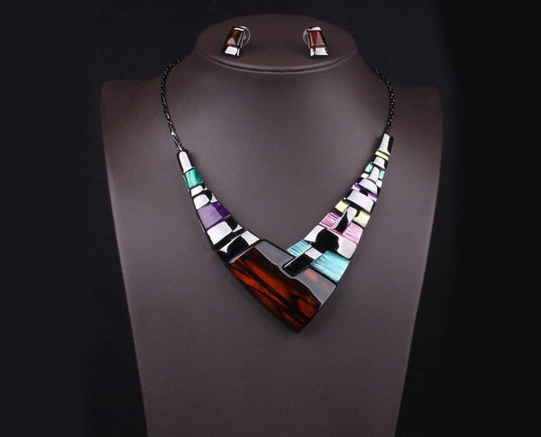 Asymmetric Geo-Crystal Aligned Statement Neckpiece