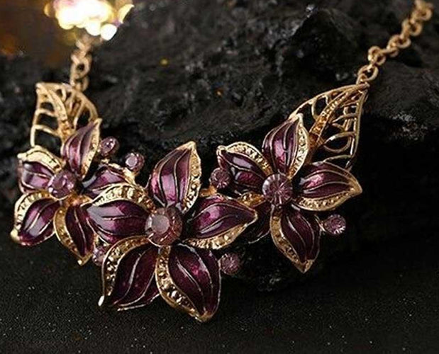 Sangaria Poinsettia Luxor Leaves Necklace Set